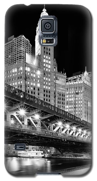 Wrigley Building At Night In Black And White Galaxy S5 Case by Sebastian Musial
