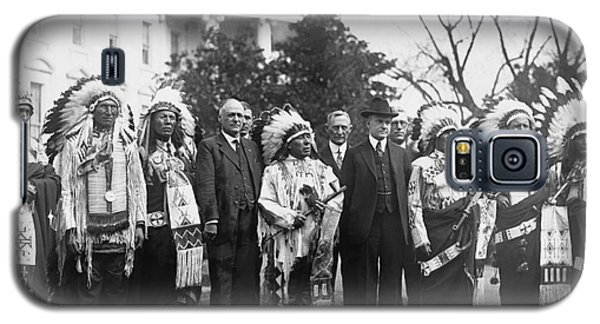 Coolidge With Native Americans Galaxy S5 Case by Photo Researchers