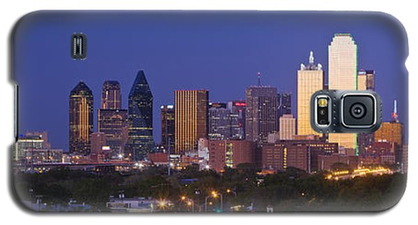 Downtown Dallas Skyline At Dusk Galaxy S5 Case by Jeremy Woodhouse