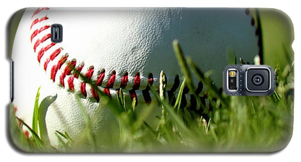 Baseball In Grass Galaxy S5 Case by Chris Brannen
