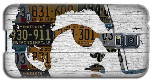 Bob Dylan Minnesota Native Recycled Vintage License Plate Portrait On White Wood Galaxy S5 Case by Design Turnpike