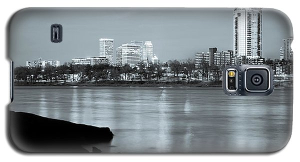 Downtown Tulsa Oklahoma - University Tower View - Black And White Galaxy S5 Case by Gregory Ballos