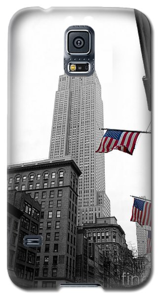 Empire State Building In The Mist Galaxy S5 Case by John Farnan