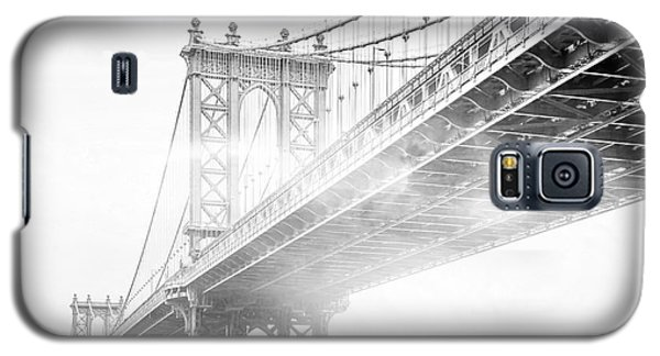 Fog Under The Manhattan Bw Galaxy S5 Case by Az Jackson