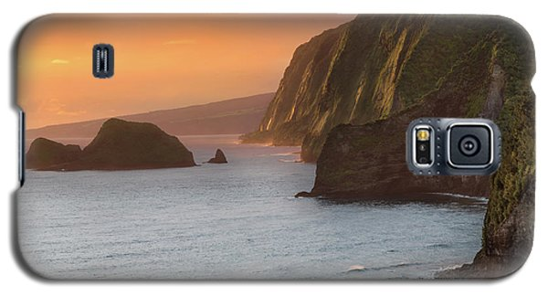 Hawaii Sunrise At The Pololu Valley Lookout 2 Galaxy S5 Case by Larry Marshall