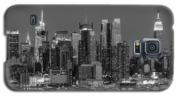 Manhattan Twilight Iv Galaxy S5 Case by Clarence Holmes
