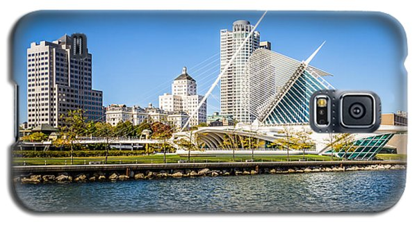Milwaukee Skyline Photo With Milwaukee Art Museum Galaxy S5 Case by Paul Velgos