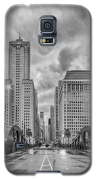 Monochrome Image Of The Marshall Suloway And Lasalle Street Canyon Over Chicago River - Illinois Galaxy S5 Case by Silvio Ligutti