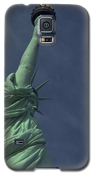 Galaxy S5 Case featuring the photograph New York by Travel Pics