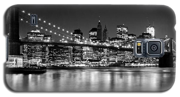 Night Skyline Manhattan Brooklyn Bridge Bw Galaxy S5 Case by Melanie Viola