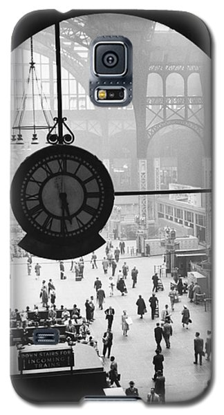 Penn Station Clock Galaxy S5 Case by Van D Bucher and Photo Researchers