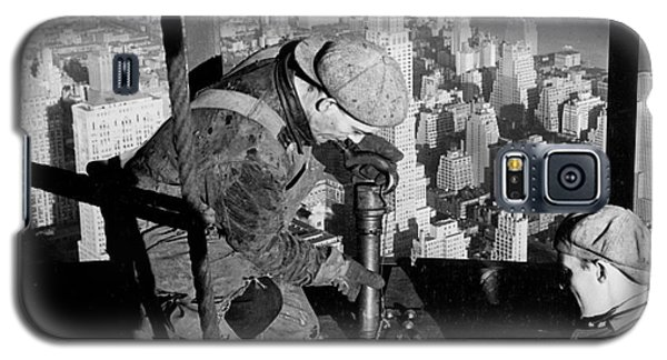 Riveters On The Empire State Building Galaxy S5 Case by LW Hine