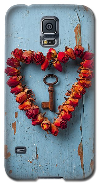 Small Rose Heart Wreath With Key Galaxy S5 Case by Garry Gay
