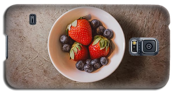 Strawberries And Blueberries Galaxy S5 Case by Scott Norris