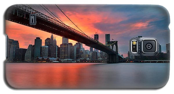 Sunset Over Manhattan Galaxy S5 Case by Larry Marshall