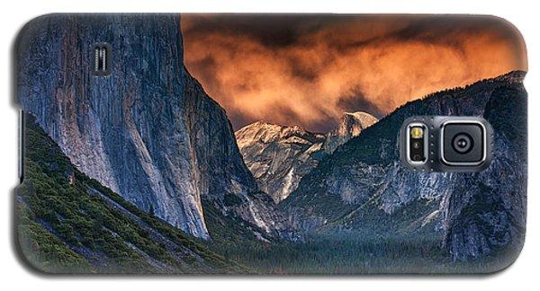 Sunset Skies Over Yosemite Valley Galaxy S5 Case by Rick Berk