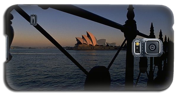Galaxy S5 Case featuring the photograph Sydney Opera House by Travel Pics