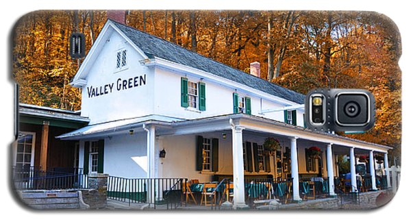 The Valley Green Inn In Autumn Galaxy S5 Case by Bill Cannon