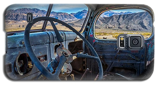 Truck Desert View Galaxy S5 Case by Peter Tellone