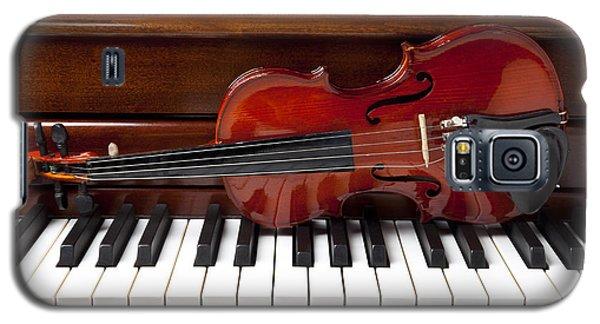 Violin On Piano Galaxy S5 Case by Garry Gay