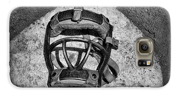 Baseball Catchers Mask Vintage In Black And White Galaxy S6 Case by Paul Ward