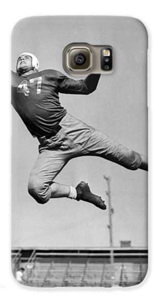 Football Player Catching Pass Galaxy S6 Case by Underwood Archives