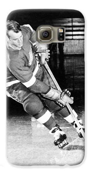 Gordie Howe Skating With The Puck Galaxy S6 Case by Gianfranco Weiss