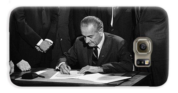 Lbj Signs Civil Rights Bill Galaxy S6 Case by Underwood Archives Warren Leffler