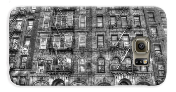 Led Zeppelin Physical Graffiti Building In Black And White Galaxy S6 Case by Randy Aveille