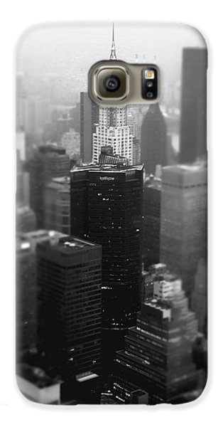 New York City - Fog And The Chrysler Building Galaxy S6 Case by Vivienne Gucwa