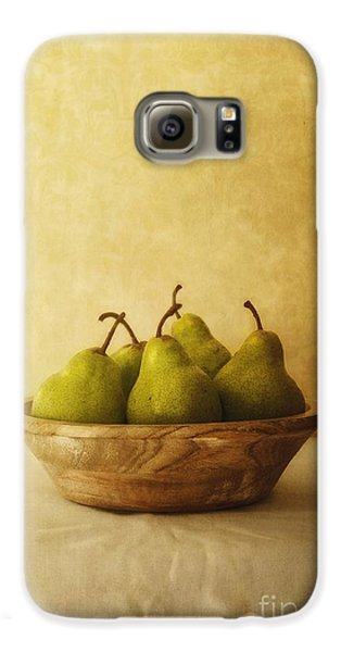 Pears In A Wooden Bowl Galaxy S6 Case by Priska Wettstein