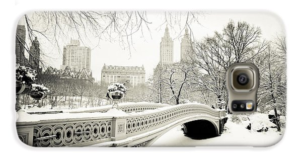 Winter's Touch - Bow Bridge - Central Park - New York City Galaxy S6 Case by Vivienne Gucwa