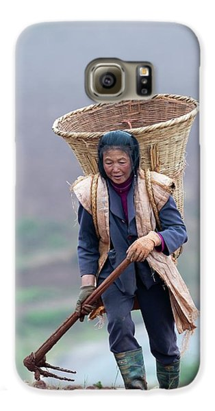 Woman Farm Worker Harvesting Potatoes Galaxy S6 Case by Tony Camacho