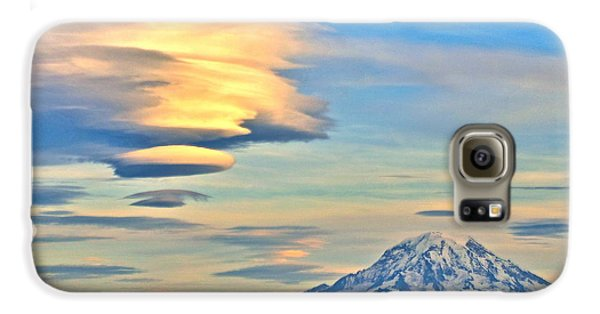 Lenticular Cloud And Mount Rainier Galaxy Case by Sean Griffin