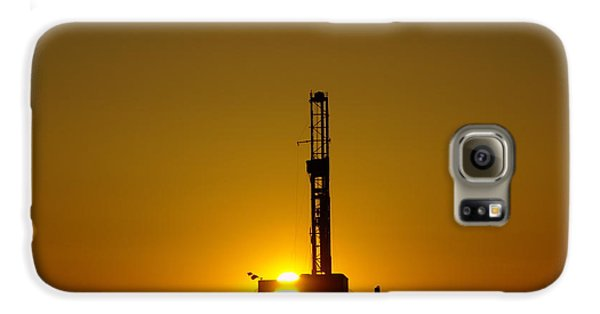 Oil Rig Near Killdeer In The Morn Galaxy S6 Case by Jeff Swan
