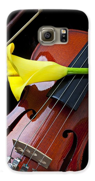 Violin With Yellow Calla Lily Galaxy S6 Case by Garry Gay