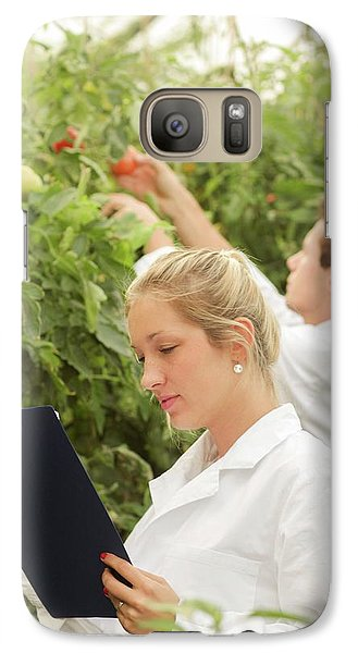 Scientists Examining Tomatoes Galaxy S7 Case by Gombert, Sigrid