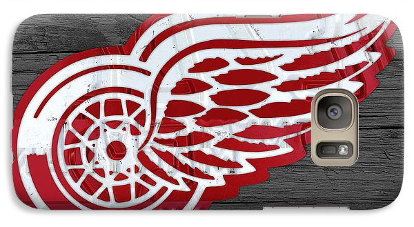 Detroit Red Wings Recycled Vintage Michigan License Plate Fan Art On Distressed Wood Galaxy S7 Case by Design Turnpike