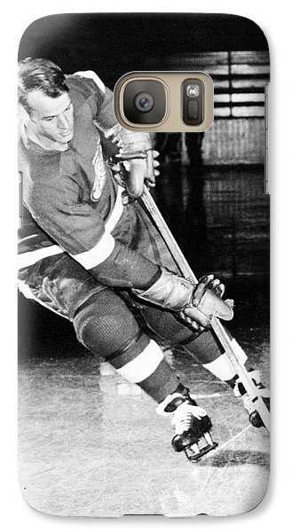Gordie Howe Skating With The Puck Galaxy S7 Case by Gianfranco Weiss