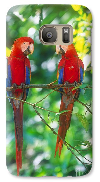 Pair Of Scarlet Macaws Galaxy S7 Case by Art Wolfe