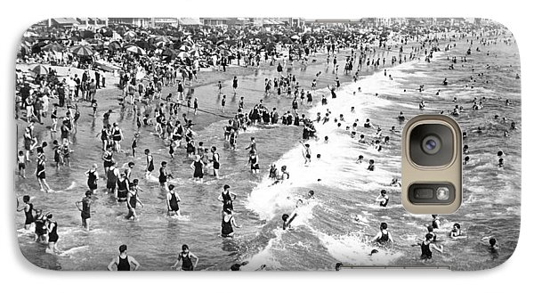 Santa Monica Beach In December Galaxy Case by Underwood Archives