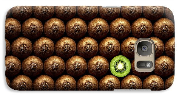 Sliced Kiwi Between Group Galaxy S7 Case by Johan Swanepoel
