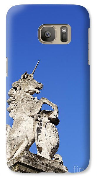 Statue Of A Unicorn On The Walls Of Buckingham Palace In London England Galaxy S7 Case by Robert Preston