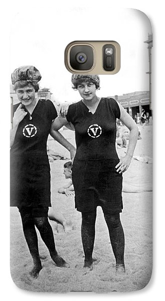 Two Girls At Venice Beach Galaxy Case by Underwood Archives