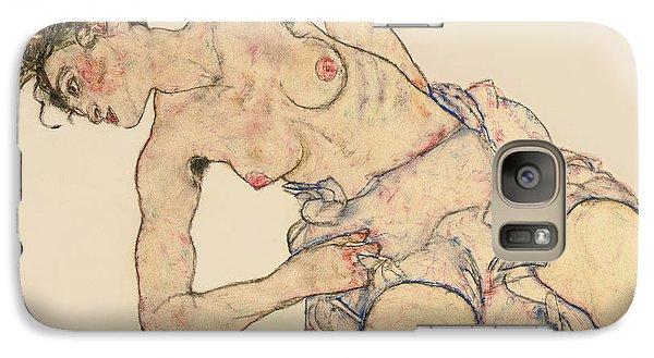 Kneider Weiblicher Halbakt Galaxy Case by Egon Schiele