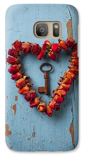 Small Rose Heart Wreath With Key Galaxy S7 Case by Garry Gay