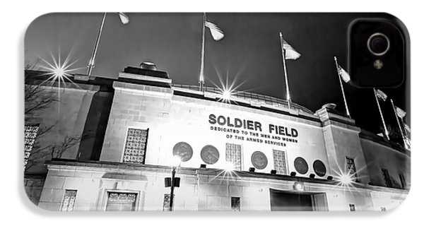 0879 Soldier Field Black And White IPhone 4 / 4s Case by Steve Sturgill