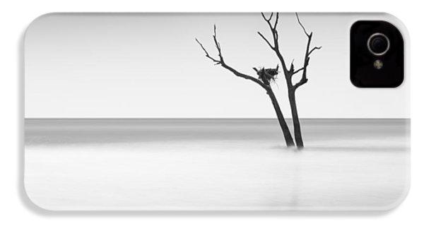 Boneyard Beach - II IPhone 4 / 4s Case by Ivo Kerssemakers