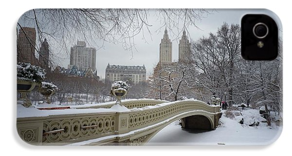Bow Bridge Central Park In Winter  IPhone 4 / 4s Case by Vivienne Gucwa