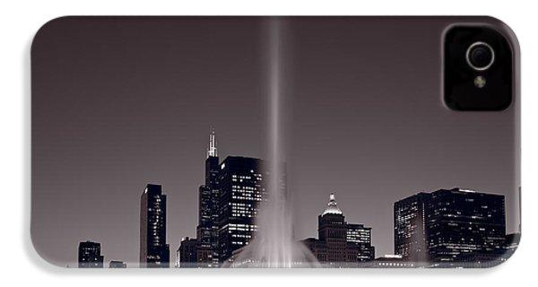 Buckingham Fountain Nightlight Chicago Bw IPhone 4 / 4s Case by Steve Gadomski